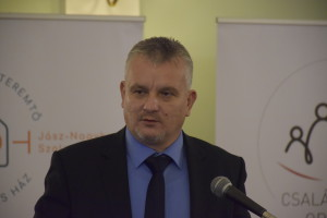 Dr. Berkó Attila kormánymegbízott megnyitja a konferenciát